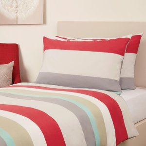 Mitre Essentials Skye Small Double Bedding Set Red Hc495