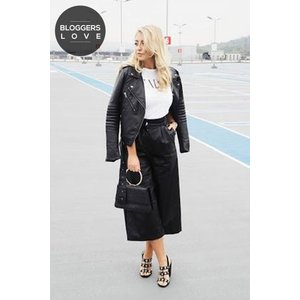 Girls On Film Black Faux Leather Culottes  Size: 16 Uk, Colour: Black Aw16 Gfef001 9916