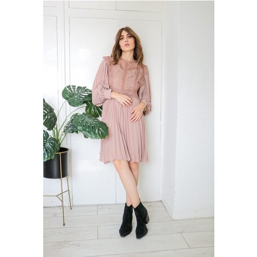 Top Women's Smock Dresses Under £50 - Discover our collection of women's smock dresses costing less than £50 to suit any budget.