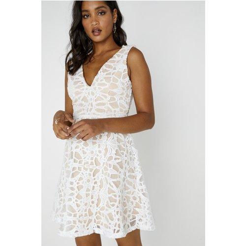 Sunshine Sleeveless Plunge Dress Size: M, Colour: White A8tr0101whm
