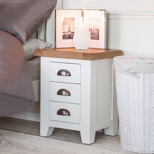 Chiltern Oak Furniture Hampshire White Painted Oak Small 3 Drawer Bedside Kel P04 82 Storage, White Painted
